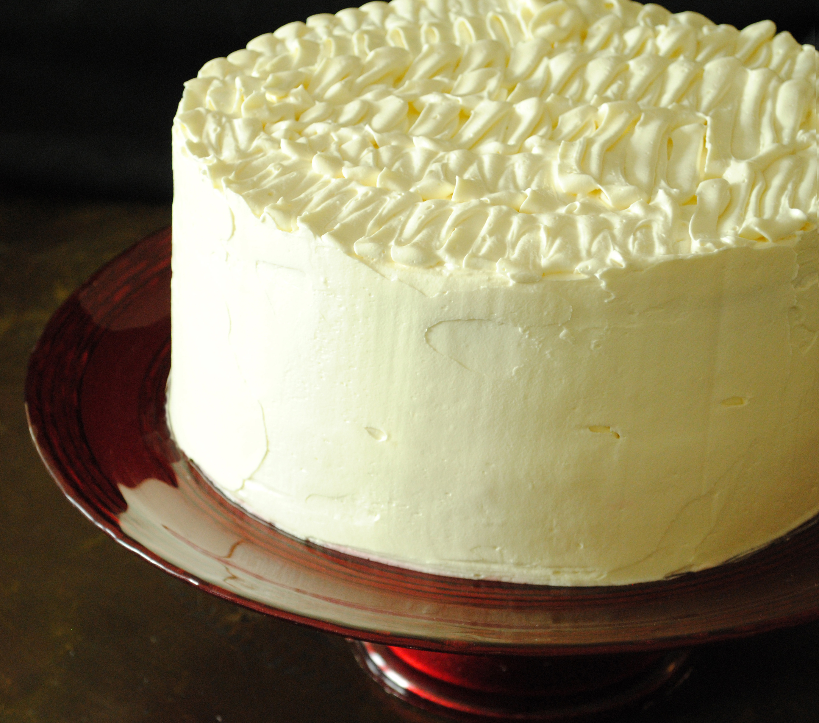 Cake With Cream Frosting : Banana Cream Cake with Ruffled Vanilla Frosting