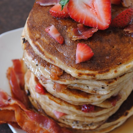 Bacon and Strawberry Stuffed Pancakes| Garlic Girl